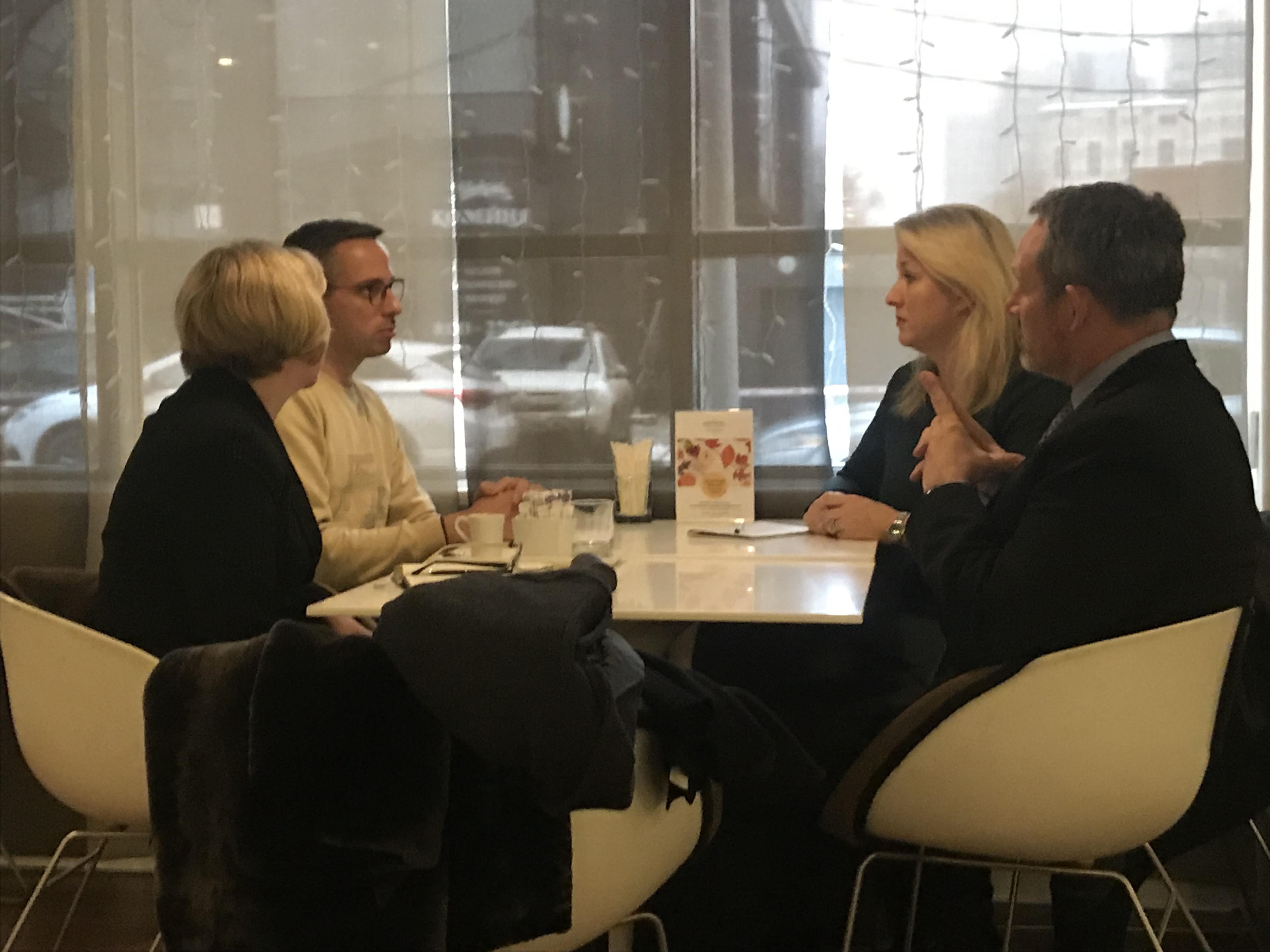 Дмитрий Колезев (Znak.com) на встрече с заместителем посла Великобритании в России Линдси Сколл