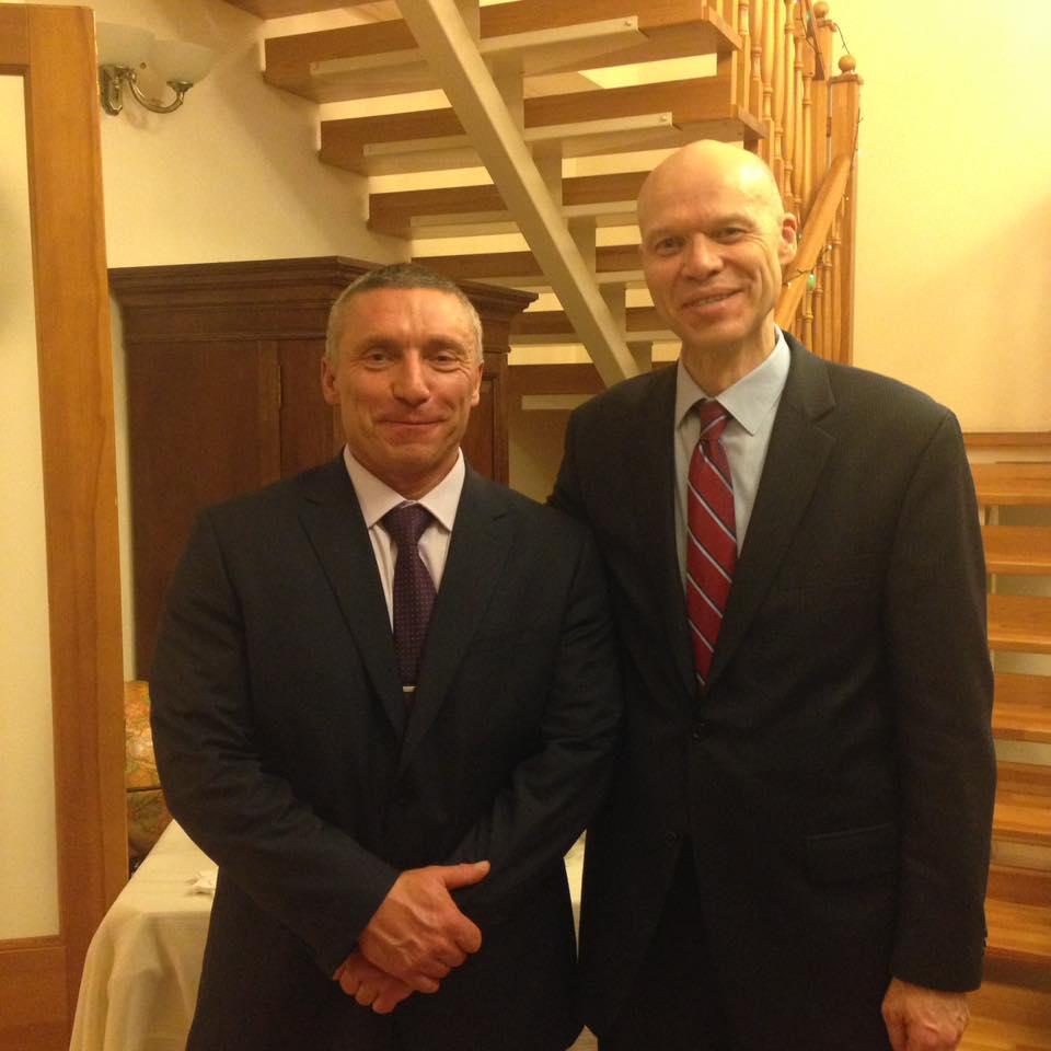 Депутат Головин сходил на доклад в консульство США
