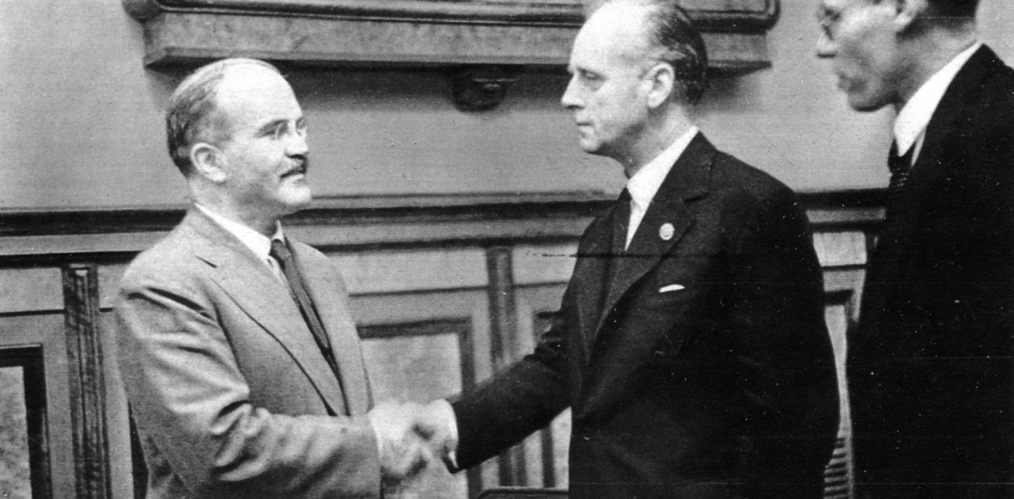 О пакте Молотова-Риббентропа и либеральных фальсификациях истории