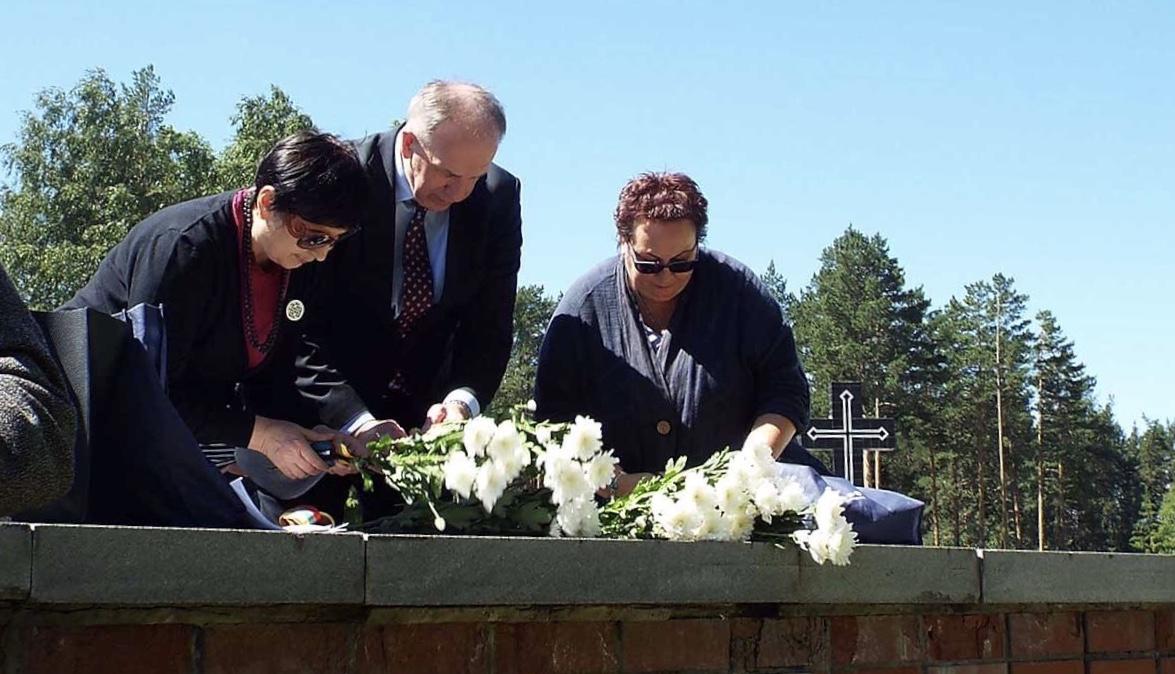anna pastuxova i remigius motuzas memoriale na 12 km moskovskogo trakta