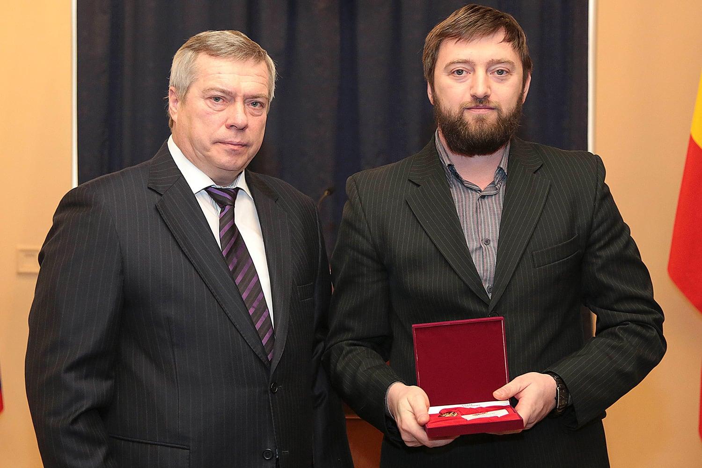 Алексей Зотьев с губернатором Ростовской области Василием Голубевым на вручении награды.