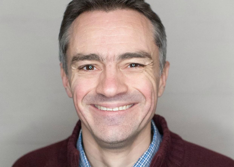 Эдриан Бивис, викарий в лондонской церкви святого Луки.