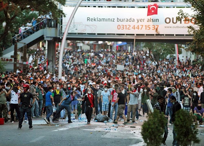 Лето 2013. Протесты против застройки парка Гези. Стамбул. Турция. Итог: политическая изоляция Эрдогана.