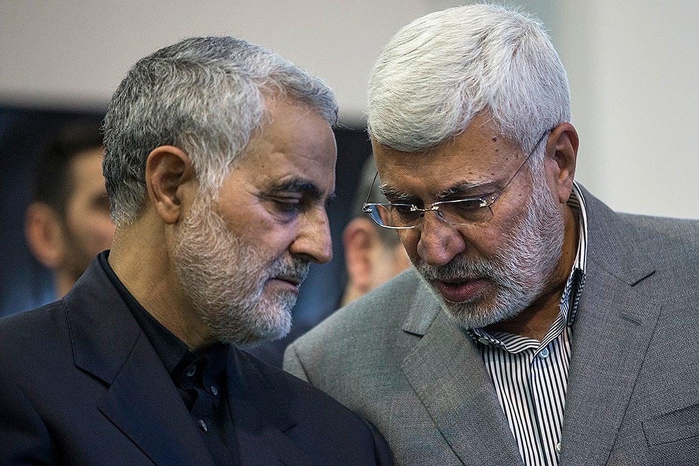 Касем Сулеймани (слева) и Абу Махди аль-Мухандис (справа), погибшие в результате авиаудара
