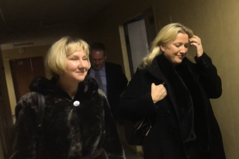 Заместитель посла Великобритании в России Линдси Сколл и старший консультант по связям с общественностью генерального консульства Великобритании в Екатеринбурге Елена Чеснокова, ноябрь 2018 года.