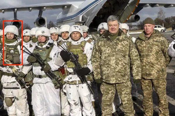 poroshenko sfotografirovalsya s soldatom s nashivkoj ss myortvaya golova