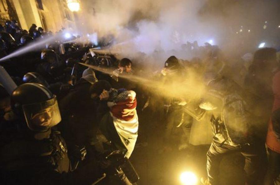 v-vengrii-nachalas-cvetnaya-revolyuciya-protiv-prorossijskogo-prezidenta img2