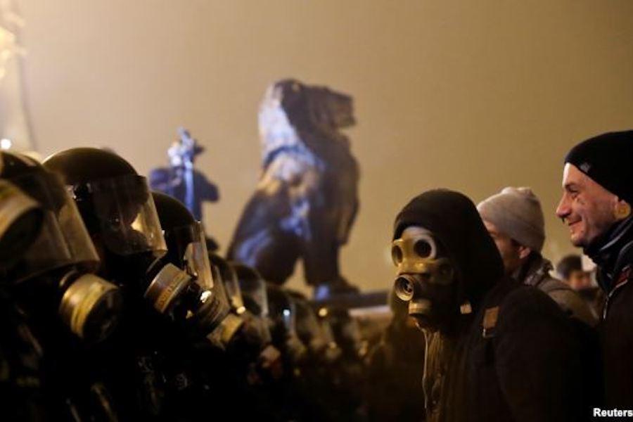 v-vengrii-nachalas-cvetnaya-revolyuciya-protiv-prorossijskogo-prezidenta