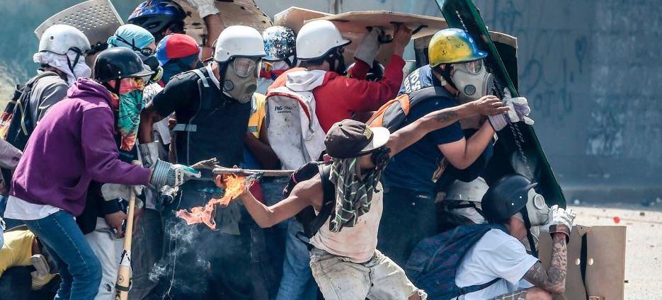 Зачем США организуют цветную революцию в Венесуэле